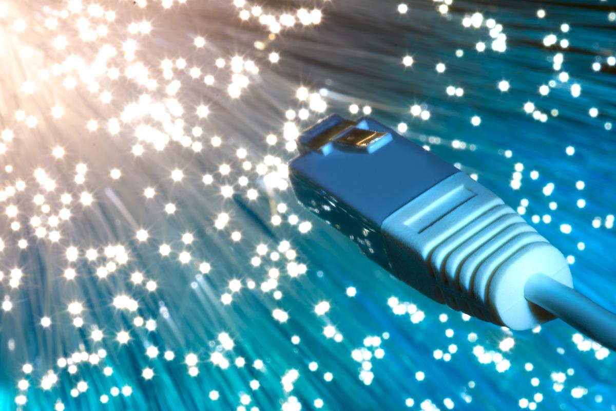 光ファイバーの最高速度はどのくらい?世界最速を調べてみました。