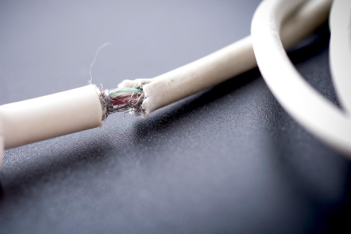 光ファイバー ケーブルの耐用年数の考え方と劣化の原因
