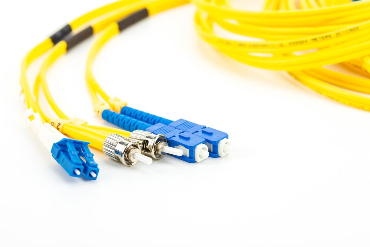 LANケーブルと光ケーブルの違いをわかりやすく解説!