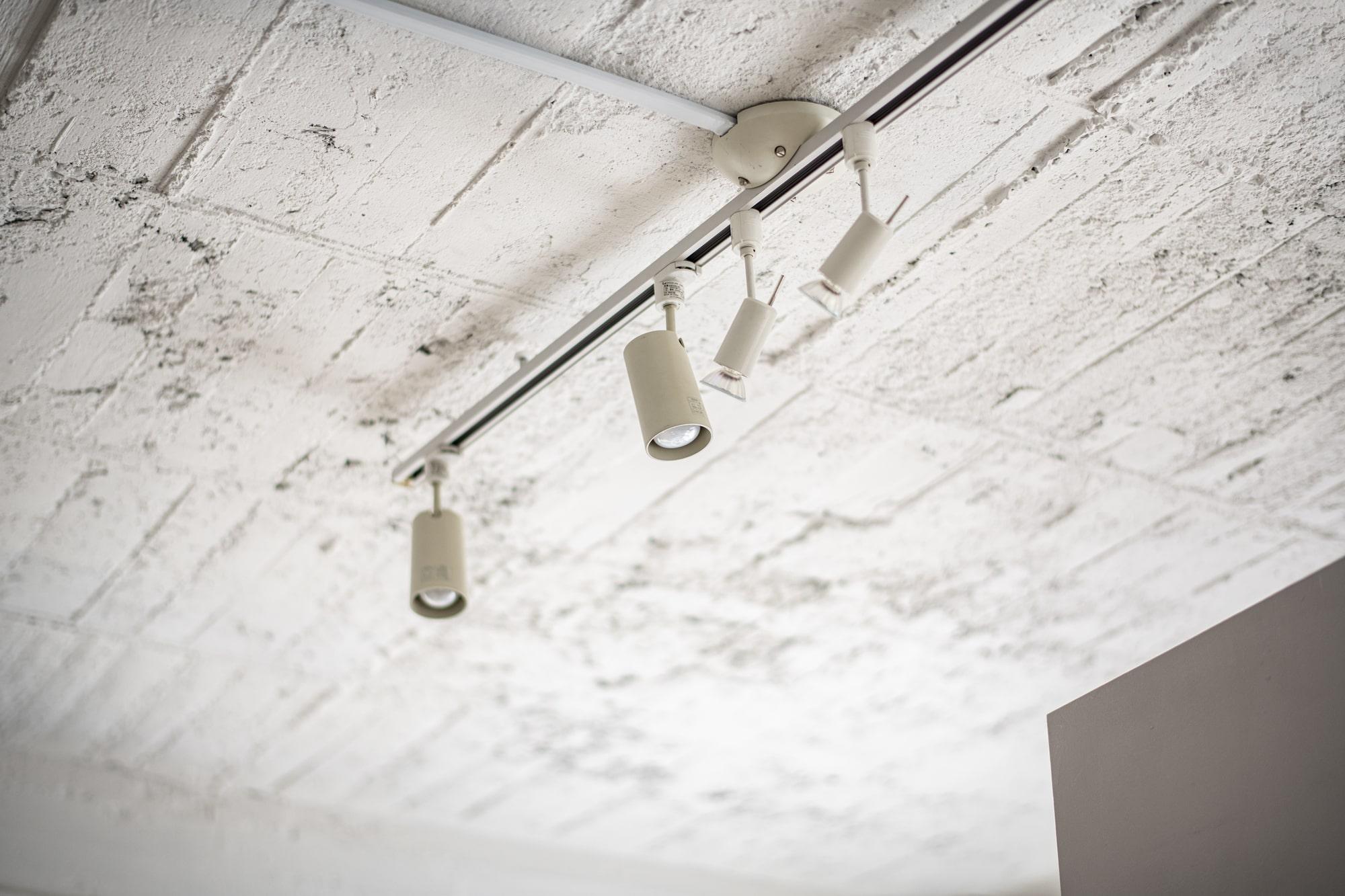 お部屋の照明がワンランクアップする!配線ダクトレールとは
