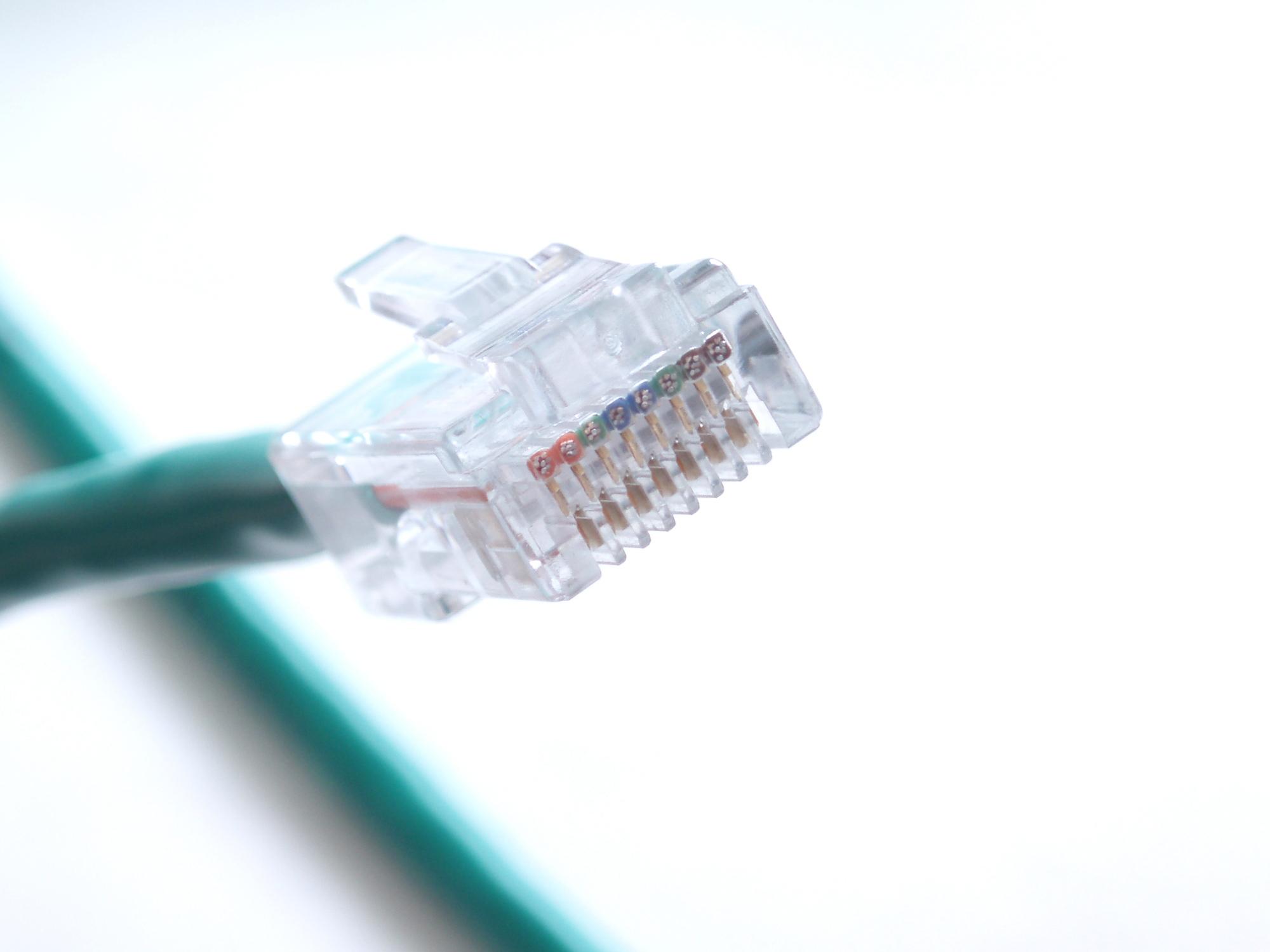 これさえあれば安心。折れても使える、LANケーブルのツメ復活術