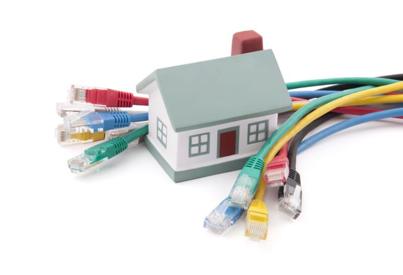 LANケーブルを工事なしで2階まで繋げる方法