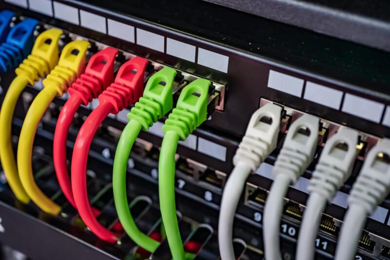 イーサネットとLANケーブルは同じ?通信規格とその種類