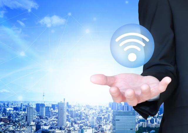 公衆無線LANとは?無料で使えるWi-Fiスポットのメリット・デメリットを解説