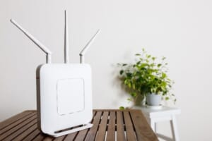 「Wi-FiだからLANケーブルは必要ない」は間違い