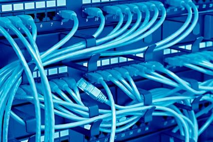 サーバーの配線等を管理するパッチパネルの種類や用途を詳しく解説