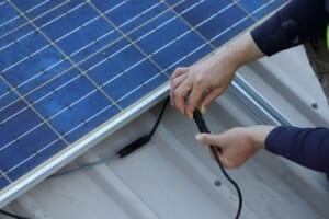 太陽光発電の配線ケーブルを設置する際の手順